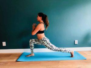 Lunge namaste yoga
