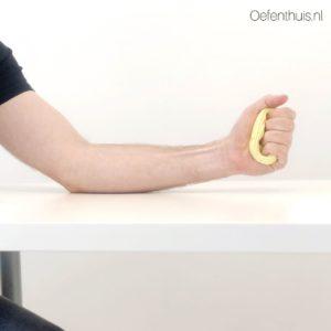 kneedoefeningen hand tegen rsi klachten