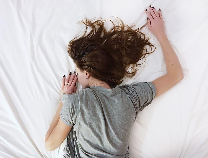 slapen met elleboog gips