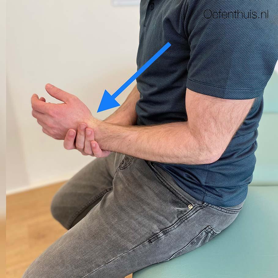 Arm naar buiten drukken oefening na schouder uit de kom